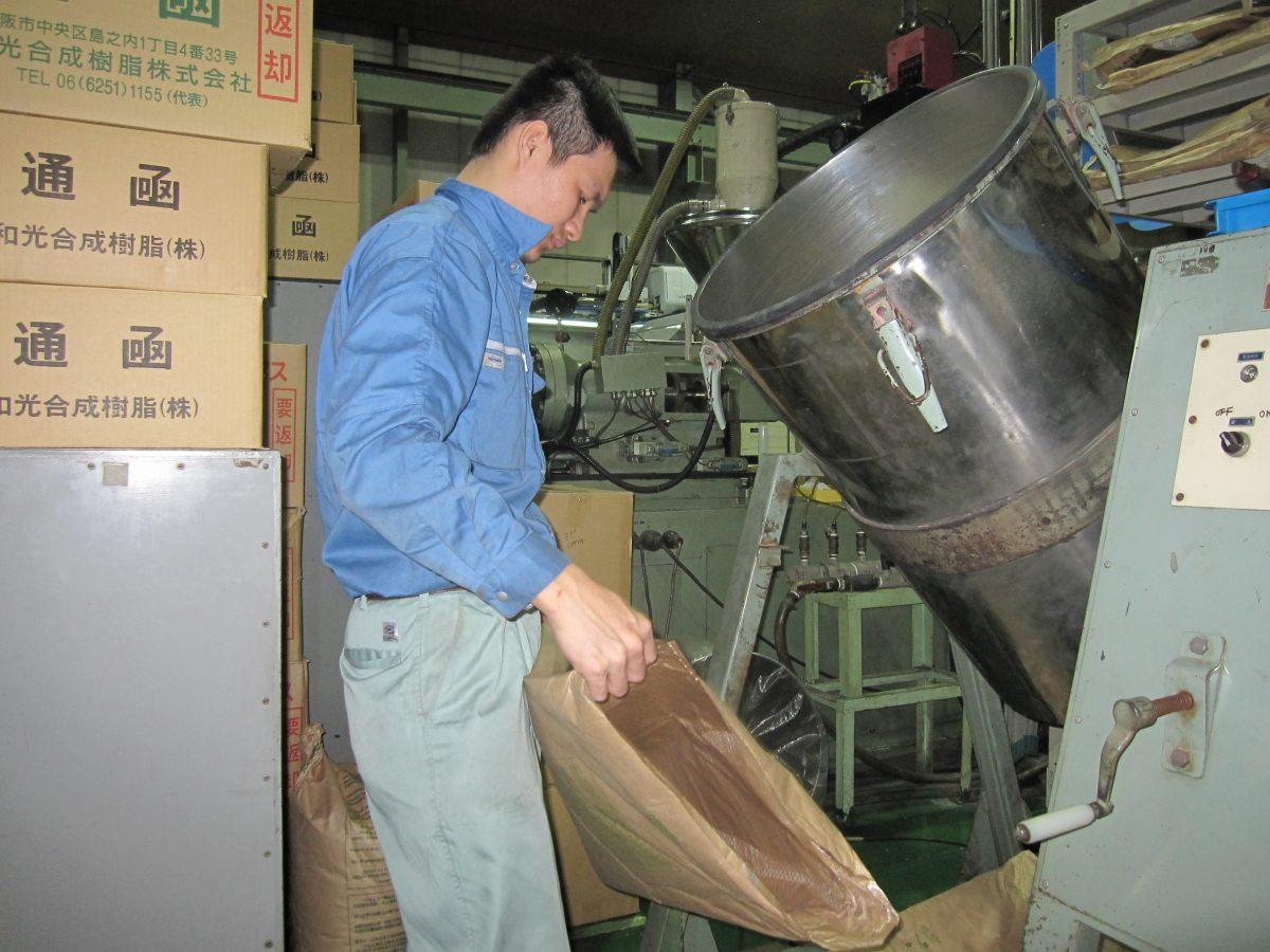Việc làm vận hành máy ép nhựa